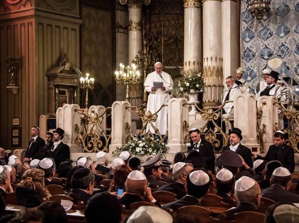 Francesco alla Sinagoga di  Roma (Fotogramma)