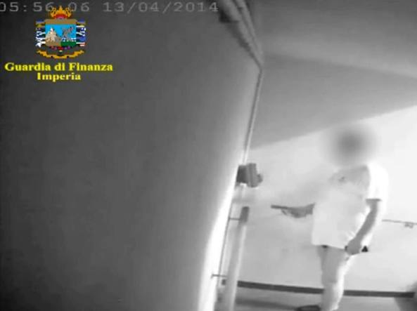 Uno dei dipendenti del comune di Sanremo sorpreso a timbrare «in mutande»