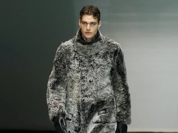 Alla sfilata di Armani durante la settimana della moda maschile a Milano (Ap)
