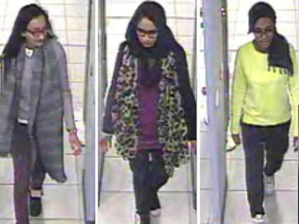 Kadiza Sultana, Shamima Begum e Amira Abase, le tre studentesse inglesi andate in Siria a combattere con l'Isis (immagini riprese dalle telecamere dell'aeroporto di Gatwick)