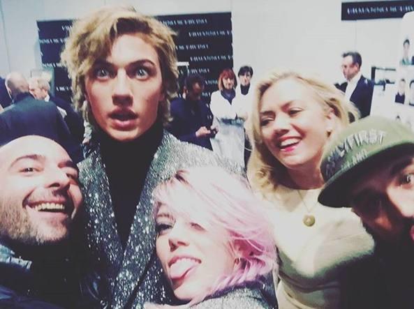 Il selfie di Lucky Blue con la mamma e la sorella Pyper America a Milano