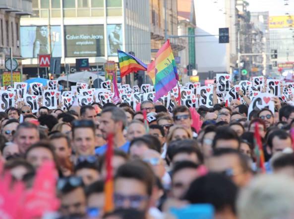 Milano, manifestazione per i diritti civili e le unioni gay (Fotogramma)
