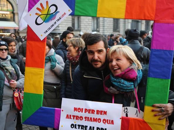 Un momento della manifestazione pro ddl Cirinn� a Milano (Fotogramma)