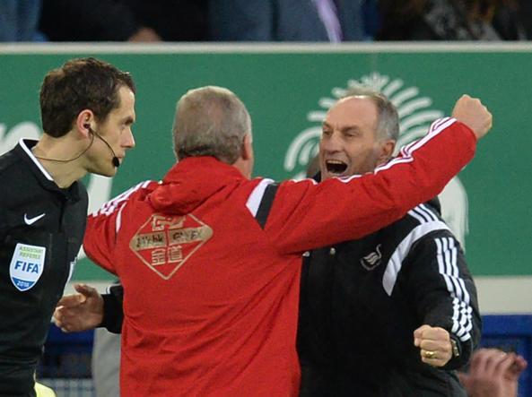 Francesco Guidolin, complimentato dopo la prima vittoria sulla panchina dello Swansea