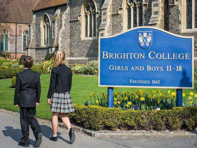 L'abito non fa il college: liberi di scegliere la propria identità