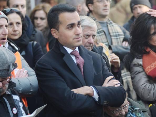 Luigi Di Maio alla manifestazione di domenica davanti a Banca Etruria ad Arezzo (LaPresse)