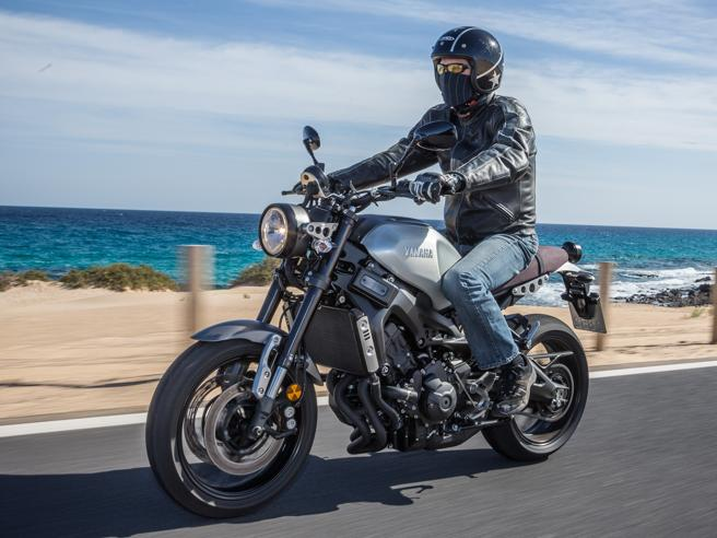 La prova della Yamaha XSR 900 Un po' fun bike un po' rétro