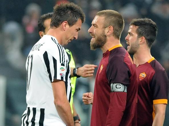 Il litigio tra Daniele De Rossi e Mario Mandzukic in cui il romanista ha insultato il giocatore della Juventus  (Canoniero)