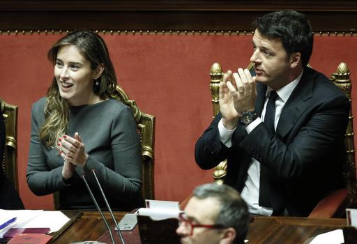 Matteo Renzi e il ministro Boschi (Ansa)