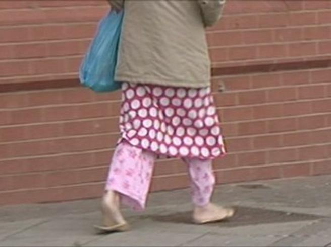 Ciabatte e pigiama vietati a scuolaAi ragazzi? No, ai loro genitori