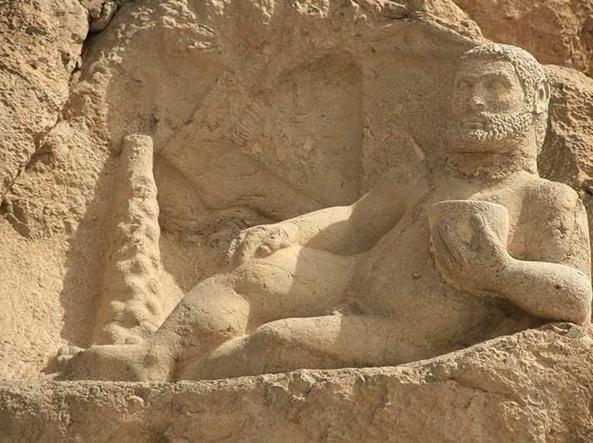 Scultura di Ercole scolpita nella provincia iraniana di Kermanshah