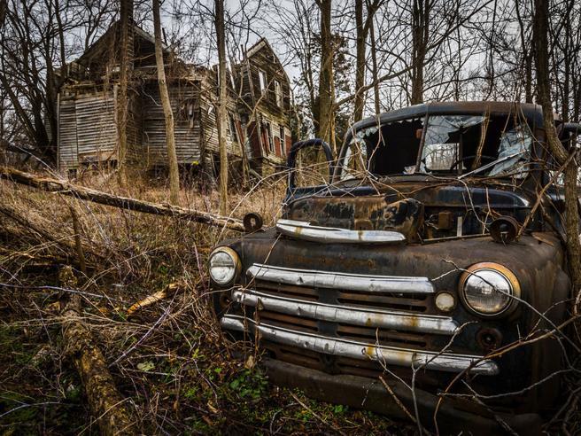 Chiese, ospedali, ferrovie, fabbriche, prigioni: viaggio fotografico nei luoghi abbandonati nel mondo