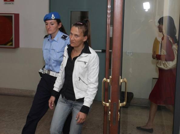 Alessandra Cusin, al processo per la morte di Maria Armando nel tondo in alto (foto Sartori)