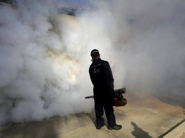 Disinfestazioni a Caracas, in Venezuela (Reuters)