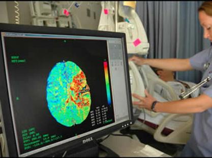 Esami neurologici di una persona colpita da ictus