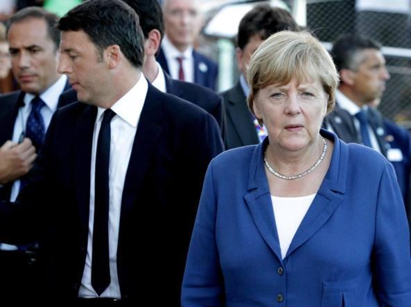 Matteo Renzi e Angela Merkel al vertice di Bruxelles dello scorso 17 dicembre (Ansa)