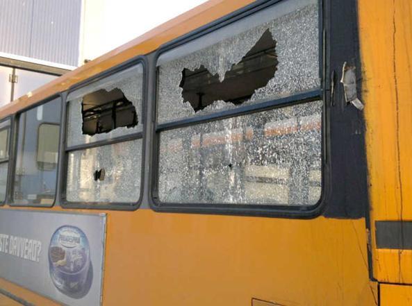 Un mezzo dell'Anm di Napoli danneggiato