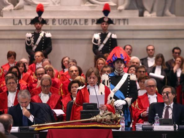 Il presidente facente funzione della Corte d'appello, Marta Chiara Malacarne, inaugura l'anno giudiziario 2016 al tribunale di Milano (Ansa)