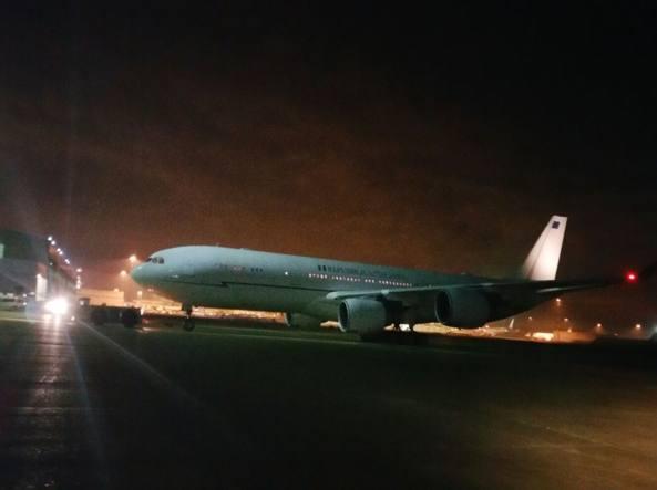 L'aereo appena arrivato a Fiumicino (Omniroma)