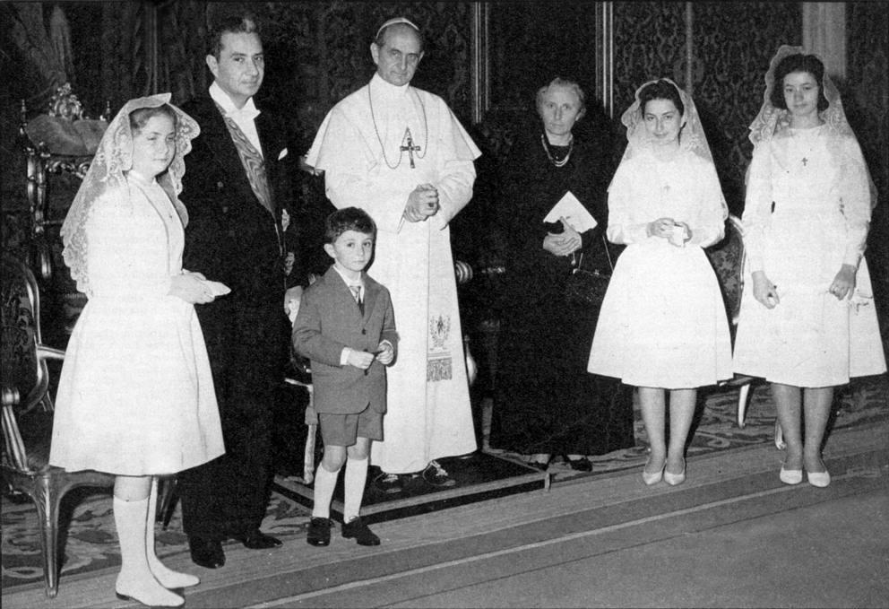 Risultati immagini per aldo moro foto con suo figlio giovanni da paolo VI