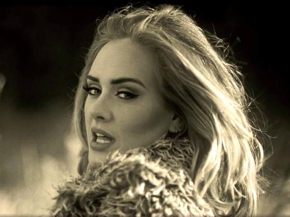 Adele in un'immagine tratta dal video di �Hello�