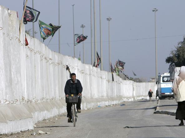 Un'immagine del muro costruito dall'esercito Usa nel 2007 (Reuters)