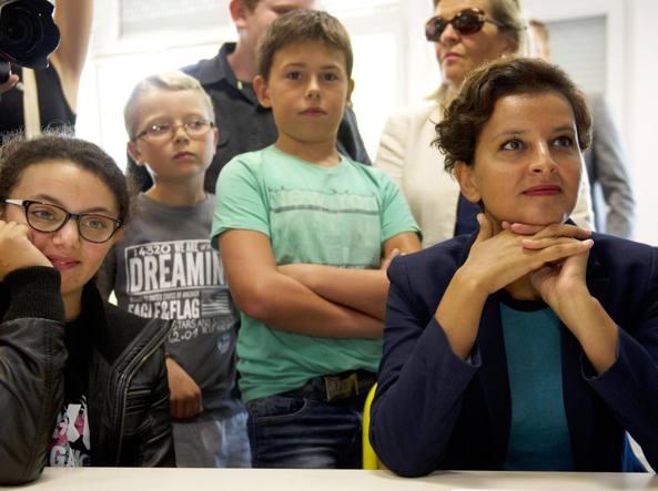 La ministra dell'Educazione Najat Vallaud-Belkacem in visita a una scuola (Afp»)