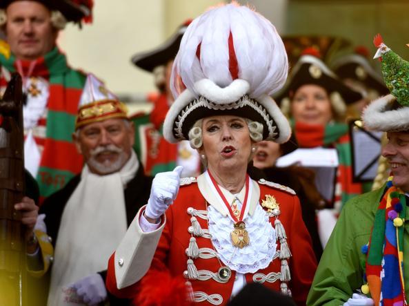 Il sindaco di Colonia Henriette Reker all'apertura del Carnevale