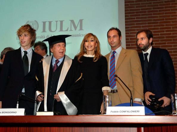 Mike Bongiorno con la moglie e i figli  (da destra) Leonardo, Michele e Nicolò