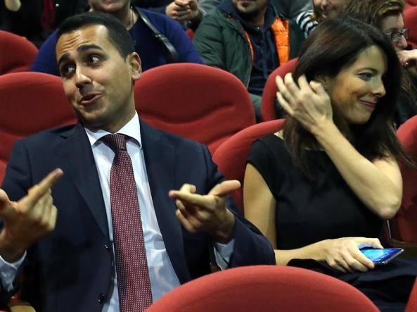 Luigi Di Maio in platea per assistere allo spettacolo di Beppe Grillo  con Silvia Virgulti (Ansa)