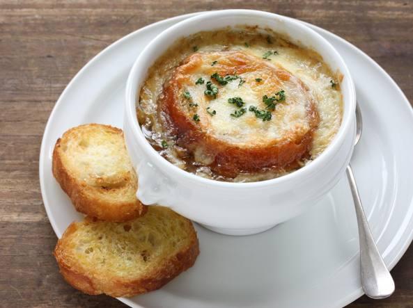 La tipica �soupe � l'oignon� francese d'ora in poi nei men� si scriver� come si legge : �soupe a l'ognon�, senza la �i� che non si pronuncia