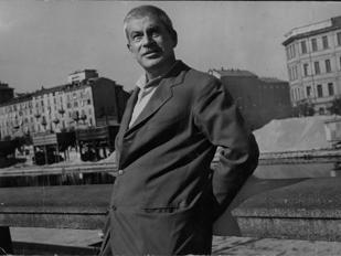Elio Vittorini a Milano negli anni Sessanta (foto di Uliano Lucas)