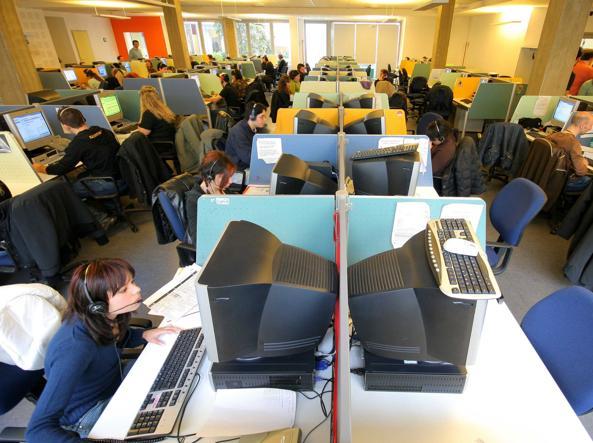 Il lavoro quotidiano in un'agenzia di call center