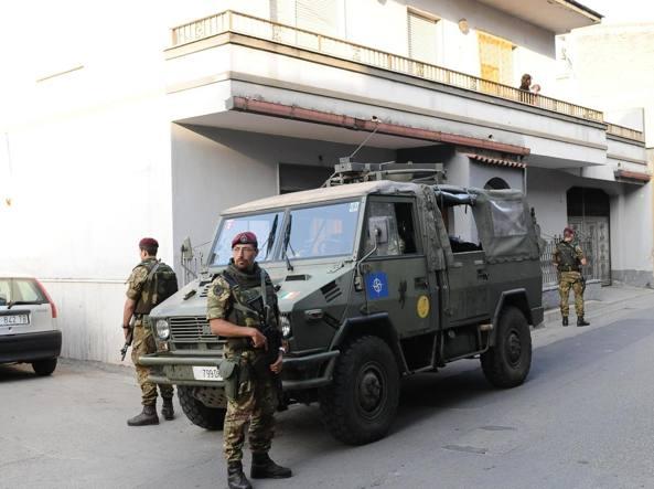 Soldati in strada per l'operazione «Strade sicure» del 2008, un'immagine d'archivio(Ansa)
