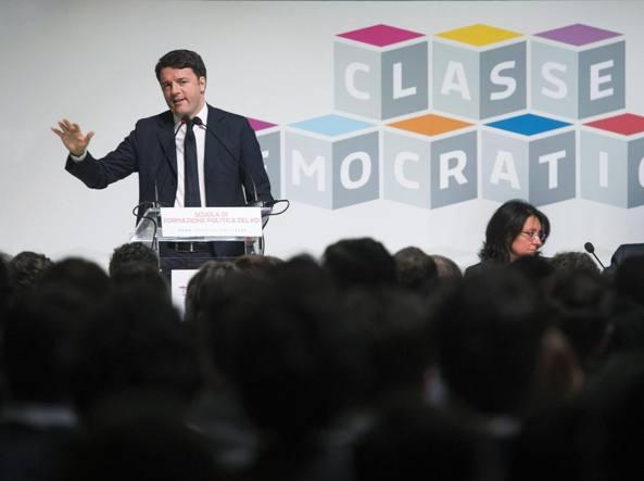 Matteo Renzi alla scuola di formazione politica del partito (Ansa)