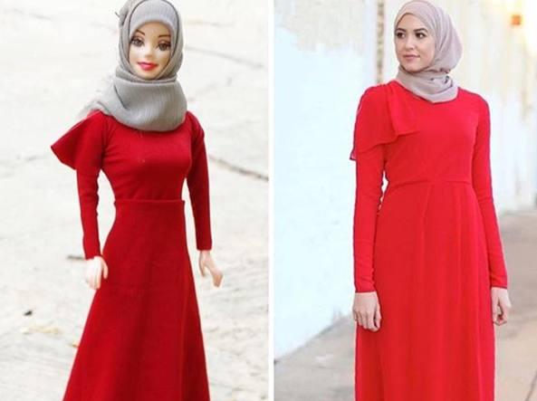 La Barbie e una ragazza musulmana vestite allo stesso modo (Instagram)