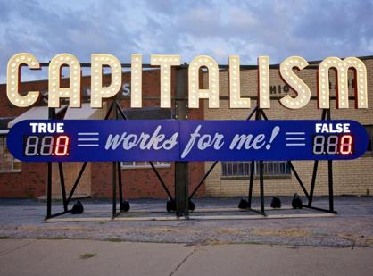 �Capitalism works for me! true/false�, installazione dell'artista americano  Steve Lambert, nato nel 1976