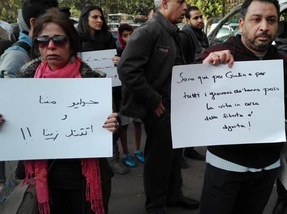 Manifestazione per Regeni all'ambasciata italiana al Cairo (Ansa)