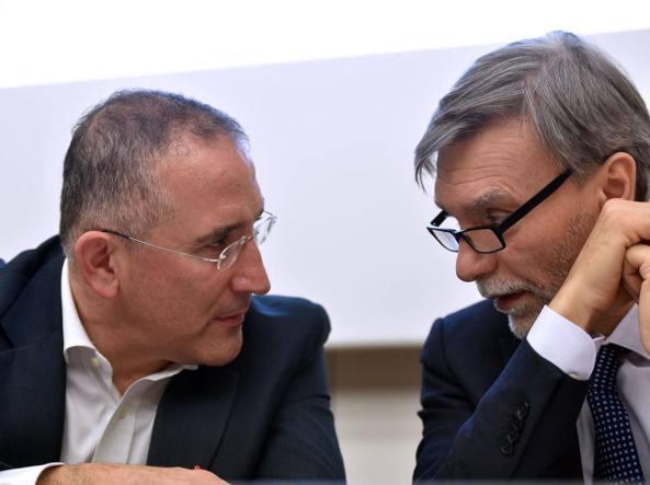 Renato Mazzoncini, ad di Ferrovie e, a sinistra, il ministro Graziano Delrio