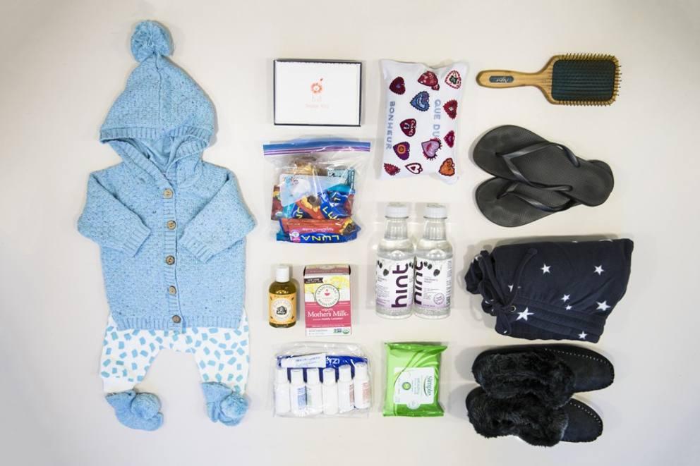 Valigia per il parto ecco cosa mettono nella borsa le - Lista di cose da portare in ospedale per il parto ...
