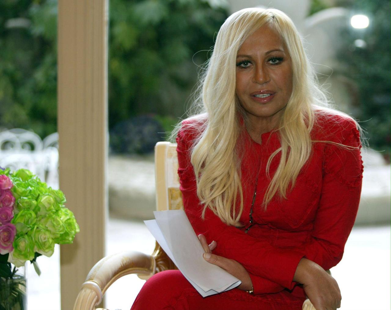 Donatella Versace: l'originale e l'imitazione di Virginia ...