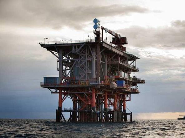 Una piattaforma petrolifera in Adriatico (Ansa)