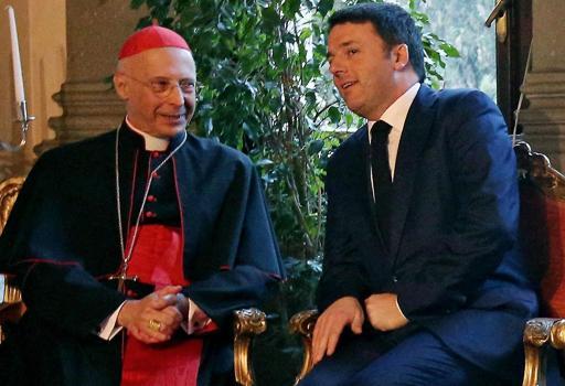Il card. Bagnasco e Matteo Renzi      un anno fa alla commemorazione dei patti lateranensi  (Ansa)