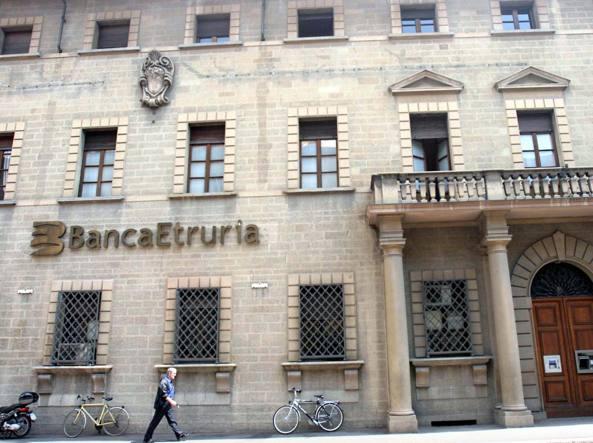 Banca Etruria, l'ingresso della sede dell'istituto finanziario in una foto d'archivio (Imagoeconomica)