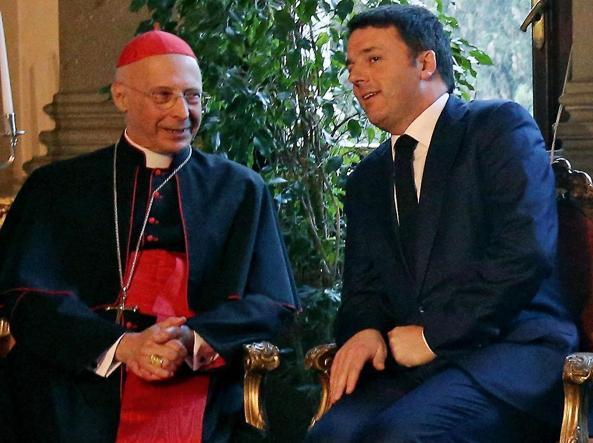 Il presidente della Cei, card. Bagnasco, e il premier  Matteo Renzi, insieme un anno fa in Vaticano alle celebrazioni per l'anniversario dei Patti Lateranensi  (Ansa)