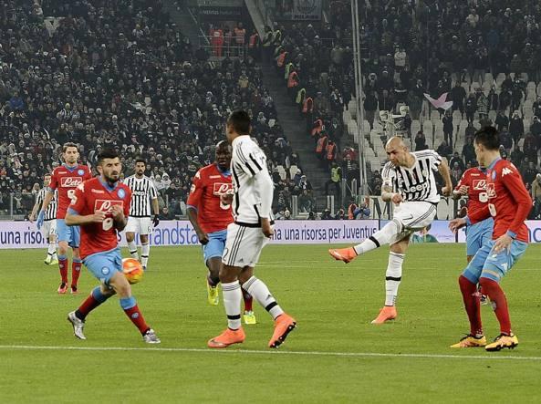 Minuto 88': Albiol devia la conclusione di Zaza, la Juventus va in vantaggio (Image Sport/Buffai)