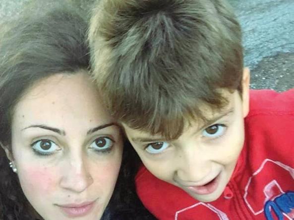 Il selfie  di Laura Paoletti, 32 anni, laureata in Economia e impiegata in uno scatolificio,  con il  figlio di 6 anni, Giosu� Lucaroni