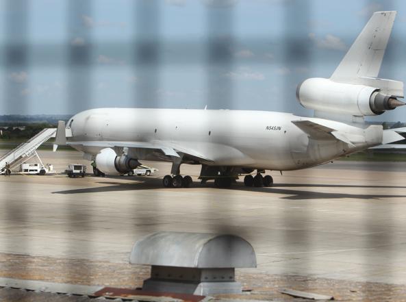 Il cargo fermato ad Harare, Zimbabwe (foto Ap)