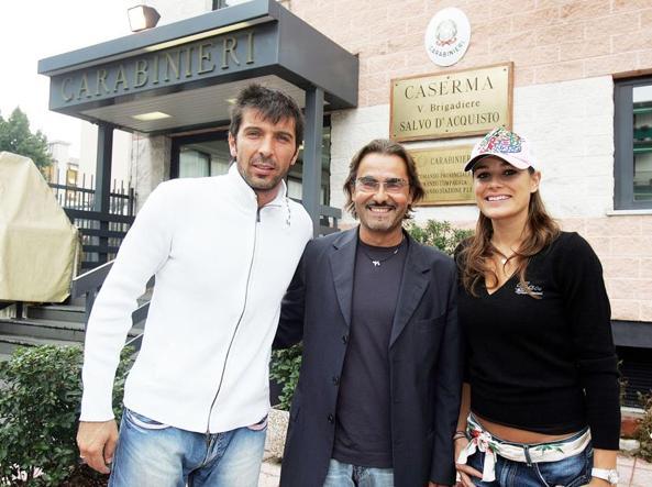 L'avvocato Corini (al centro) con gli amici Gigi Buffon e Alena Seredova