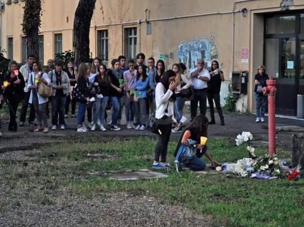 26 giugno 2014: la fiaccolata dei compagni del liceo sul punto dove venne ritrovata Rosita